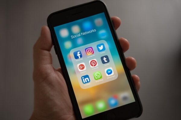 Hoe kan ik mijn bedrijf promoten via social media?
